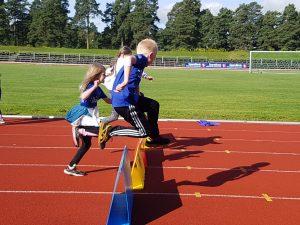 Rekrutt trening @ Hønefoss Idrettspark, Friidrettsbanen