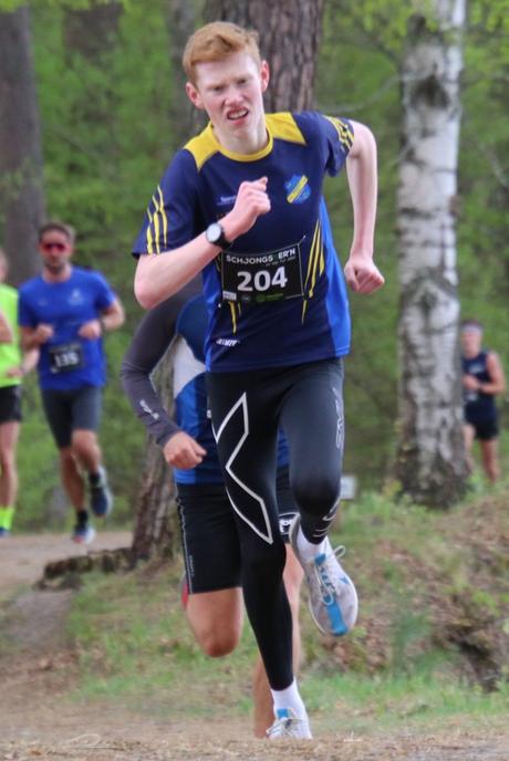 Nicolaj Gjetanger fra Ringerike Friidrettsklubb løper Schjongsfemmern 2019