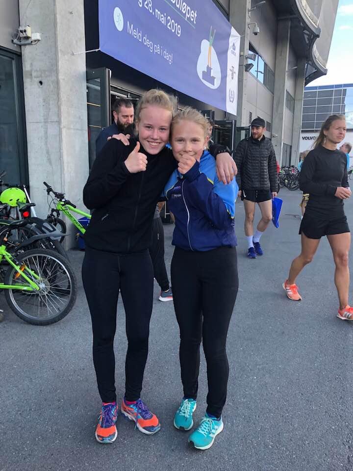 Hanna og Ida på Fornebuløpet