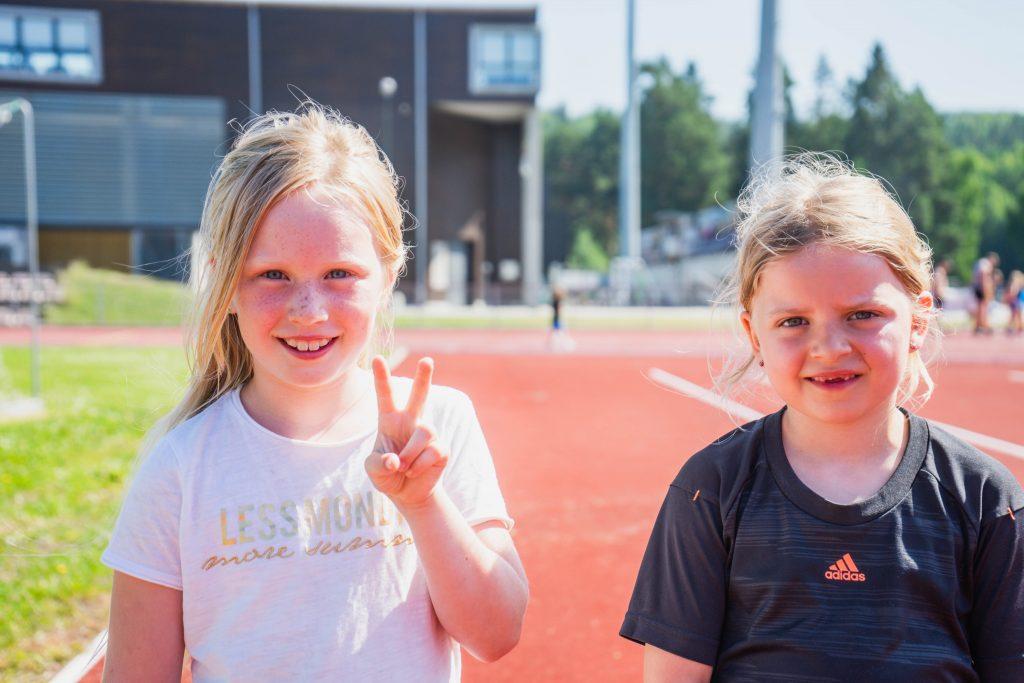 Fornøyde barn på Friidrettsskolen på Ringerike i uke 26