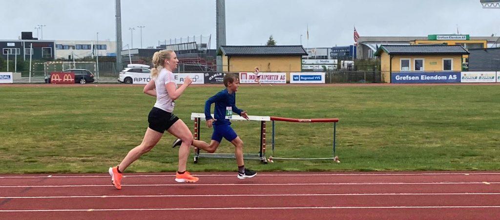 Sander Orø Olsen i sluttspurt mot en vesentlig eldre jente;)